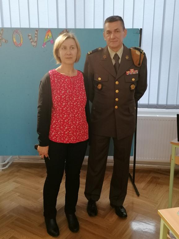 Učiteljica povijesti Lidija Cifrek i natporučnik Vladimir Milavec