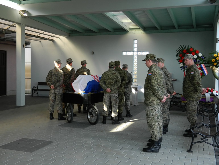 Prava obitelji vezana uz pogrebne počasti i troškove pogreba hrvatskog branitelja